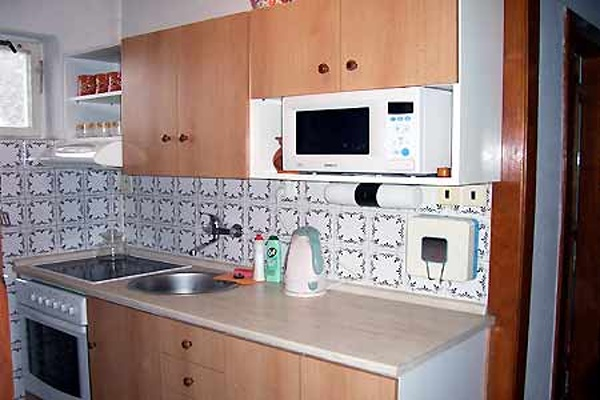 Chaty a chalupy k pronajmutí - Chalupa v Petrovicích - kuchyň